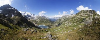 Switzerland, Uri Alps, Susten Pass and Lake Steinsee during daytime — Stock Photo