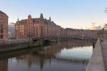Germania, Amburgo, Zollkanal nello Speicherstadt all'alba — Foto stock