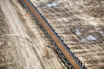 Germania, Renania Settentrionale-Vestfalia, miniera di superficie Garzweiler, Nastro trasportatore con carbone — Foto stock