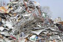Haufen Schrott auf Recyclinghof — Stockfoto