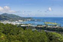 Seychelles, Mahe, Victoria, Harbor e turbine eoliche — Foto stock