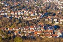 Alemanha, Baden-Wuerttemberg, Stuttgart, Stuttgart-West, casas-rodeadas por árvores — Fotografia de Stock