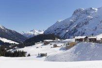 Autriche, Vorarlberg, forêt de Bregenz, Warth et vue sur les pentes de neige — Photo de stock
