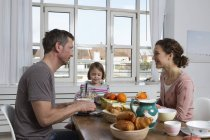 Father, mother and daughter having healthy breakfast — Stock Photo