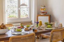 Allemagne, Baden-Wurtemberg, Stuttgart, a précisé table du petit déjeuner — Photo de stock