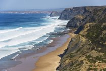Portugal, Algarve, Sagres, View of beach with cliffs — Stock Photo