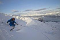 Norvège, homme mûr, ski sur le Mont de l'étape — Photo de stock