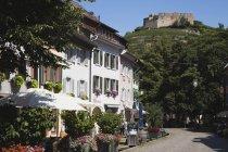 Німеччина, Баден-Wuerttermberg, Staufen, Staufen, перегляд старовинним містом з руїн замку — стокове фото