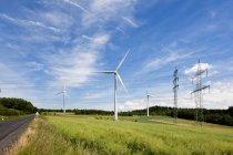 Turbina eólica e pilão eléctrico — Fotografia de Stock