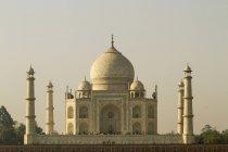 Taj Mahal en la luz del atardecer - foto de stock