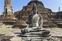 Statue de Bouddha de Thaïlande, Ayutthaya, au temple — Photo de stock