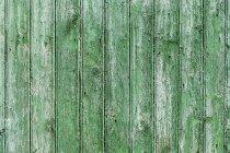 Nahaufnahme der grünen Holzfassade — Stockfoto