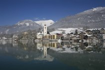 Austria,St. Wolfgang, View of hotel with Wolfgangsee Lake — Stock Photo