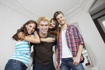 Jugendliche, die Spaß — Stockfoto