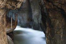 Германия, Бавария, Ущелье Партнахкламм ущелье и пещера — стоковое фото
