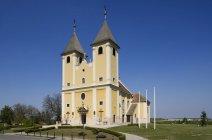 Венгрия, Fertoeszeplak, экстерьер сельской церкви — стоковое фото