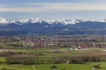 Germany, Bavaria, View of town and alps — Stock Photo