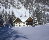 Germany, Bavaria, Upper Bavaria, mill house in snow — Stock Photo