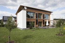 Facade of modern house in countryside with garden — Stock Photo