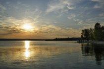 Allemagne, Bavière, lac Ammersee à Herrsching pendant le coucher du soleil — Photo de stock