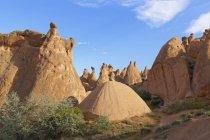 Turchia, regione dell'Anatolia centrale, Cappadocia, camini delle fate nella valle del Devrent — Foto stock
