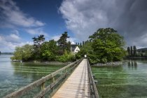 Svizzera, Thurgau, Eschenz, Ponte di legno, vista sul fiume Reno a Isola di Werd — Foto stock
