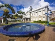 Caribbean, Antilles, Lesser Antilles, Martinique, Fort de France, Townhall and fountain on foreground — Stock Photo