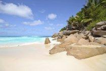 Seychelles, vue sur la plage de Petit Anse à La Digue Island — Photo de stock
