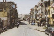 Ägypten, Hurghada, Straße mit Mehrfamilienhäusern — Stockfoto