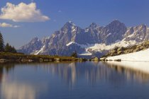 Austria, Stiria, distretto di Liezen, Tauri, Mostra di Dachstein, Lago Spiegelsee — Foto stock