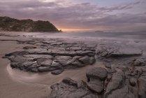 Crépuscule d'asman, Point de Kahurangi, Nouvelle-Zélande, Île du Sud, à la plage — Photo de stock