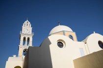 Греция, Осртова, Санторини, тера, вид Святая Церковь Иоанна Предтечи — стоковое фото