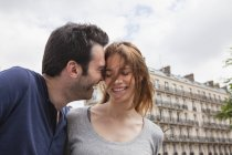 France, Paris, couple hugging in city — Stock Photo