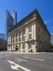 Germania, Assia, Francoforte, vecchio edificio della Deutsche Bank con la Commerzbank Tower sullo sfondo — Foto stock