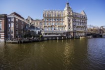 Países Baixos, Holanda, Amsterdam, Nh Doelen Hotel com terraço — Fotografia de Stock