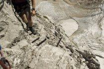 Germania, Baviera, Uomo arrampicata montagna — Foto stock