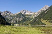 Lac Vilsalpsee en montagne — Photo de stock