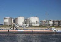 Allemagne, Duisburg, Vue de l'installation industrielle contre l'eau — Photo de stock