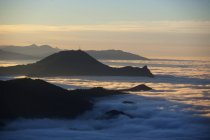 Австрия, Зальцбург страны, мнение Гайсберг покрыты туманом — стоковое фото
