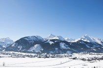 Австрия, Таннхайм Альп и снега ограничен деревня — стоковое фото