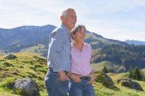 Германия, Бавария, старший пара на горный поход возле Wendelstein — стоковое фото