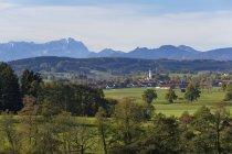 Vista de Antdorf e Zugspitze montanha, Baviera, Alemanha — Fotografia de Stock