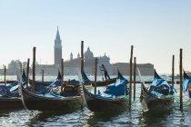 Италия, Венеция, Гондолы на площади Святого Марка — стоковое фото