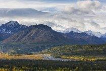 USA, Alaska, vue Montagnes Chugach, Matanuska vallée et la rivière Matanuska — Photo de stock