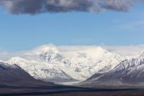 США, Аляска, вид на льодовик Mclaren і Аляска діапазон — стокове фото
