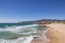 Praia do Guincho with blue sky — Photo de stock