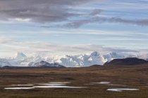 USA, Alaska, View of landscape in autumn, Alaska Range in background — Stock Photo