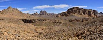 Algerien, Blick auf die Vulkanlandschaft, Hoggar-Gebirge im Hintergrund — Stockfoto