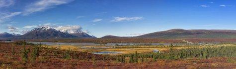 Суситна реки и Аляска диапазон — стоковое фото
