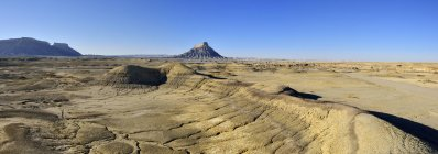 View of Caineville Desert with bentonite hills and Factory Butte, Utah, USA — Stock Photo